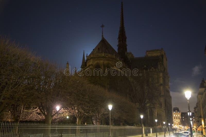 Laps de temps de Notre Dame la nuit photo libre de droits