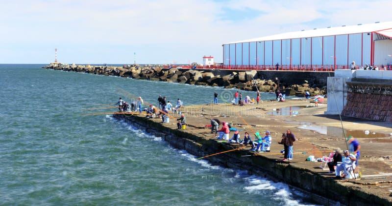 Lapso de tiempo con la toma panorámica en Escollera de Montevideo, Uruguay almacen de metraje de vídeo
