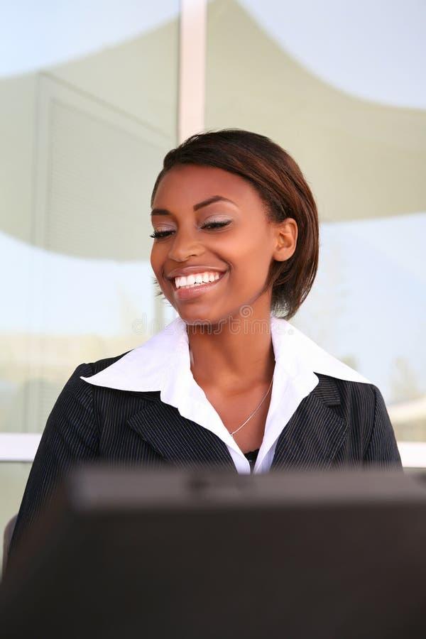 laptop afrykańska kobieta obrazy royalty free