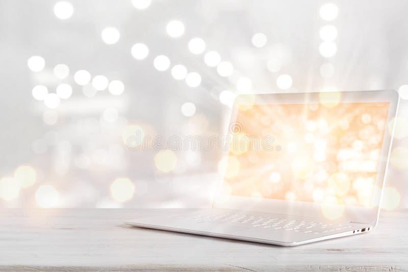 Laptop computer met het gloeiende scherm op lijst over abstracte achtergrond stock afbeelding