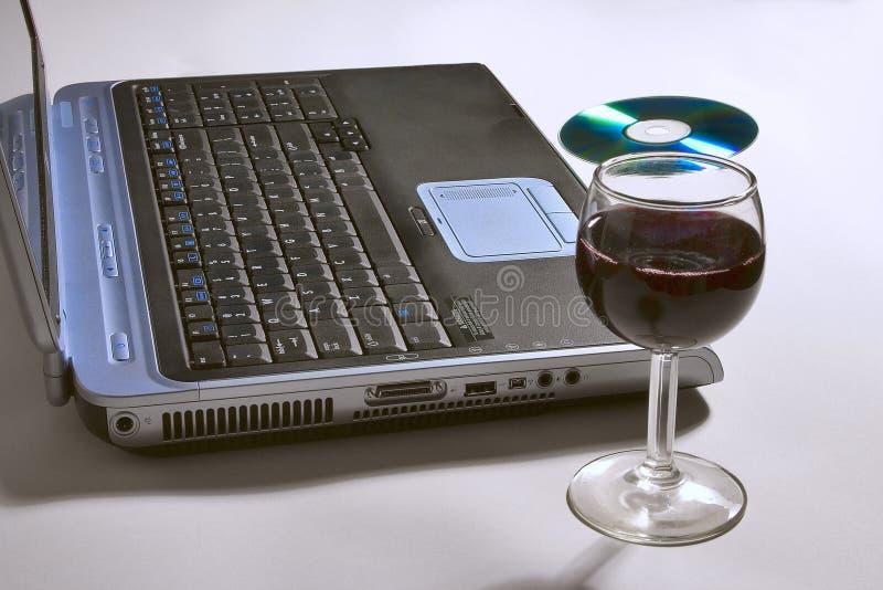Download Laptop-Computer Mit Einem Glas Wein Und CD. Stockbild - Bild von alcohol, vergnügen: 46757