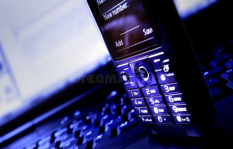 Laptop en Mobiele Telefoon stock afbeeldingen