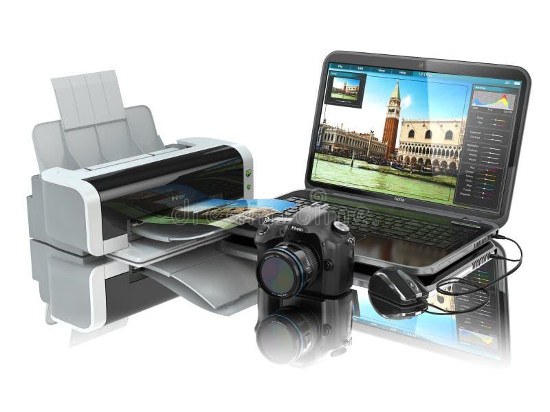 Laptop, Fotokamera und Drucker Vorbereiten von Bildern für Druck stock abbildung