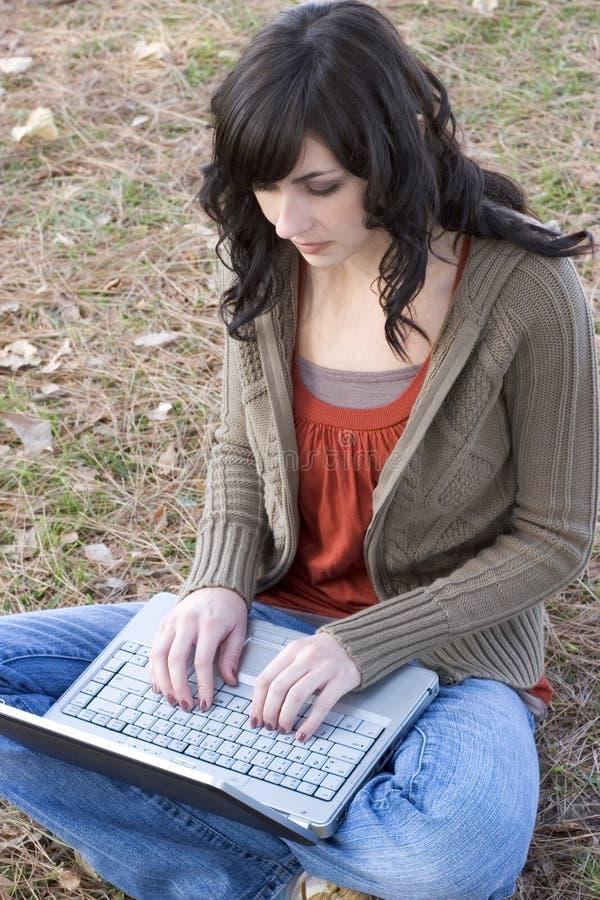 Laptop-Frau stockfoto