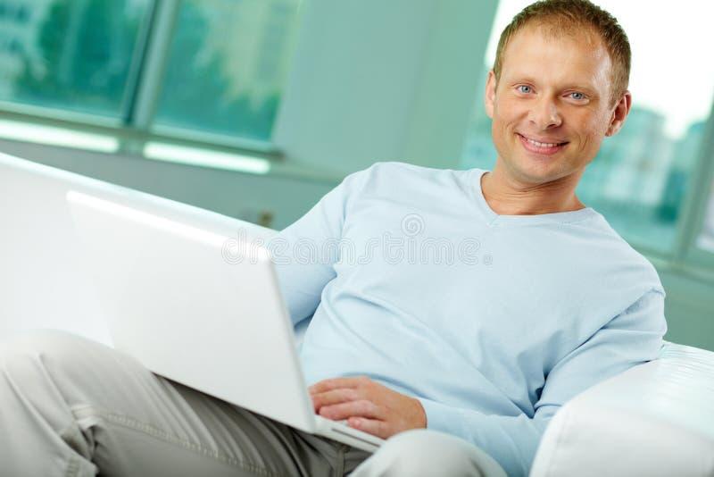 Laptop gebruiker stock fotografie