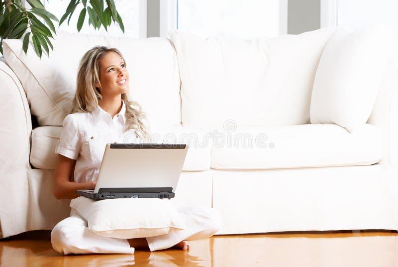 laptop kobieta fotografia royalty free
