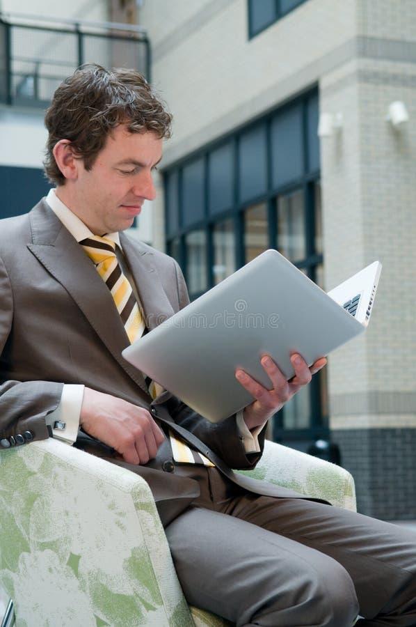 Laptop Lezing royalty-vrije stock afbeeldingen