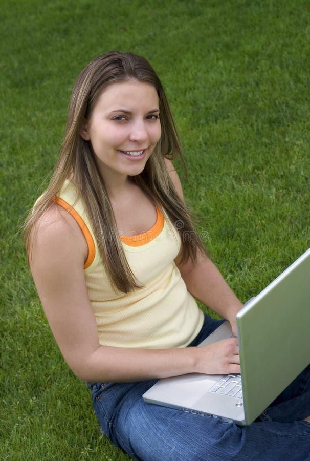 Download Laptop Meisje stock afbeelding. Afbeelding bestaande uit zitting - 135369