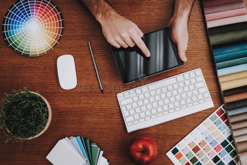 Laptop Mens lijst Glazen A aan Z stock afbeeldingen