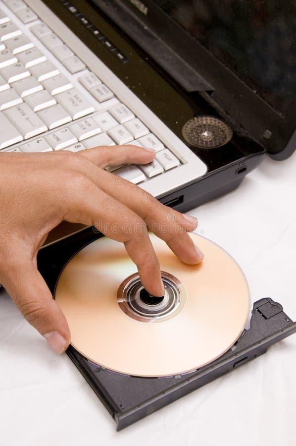 Laptop met CD in het dienblad royalty-vrije stock afbeelding