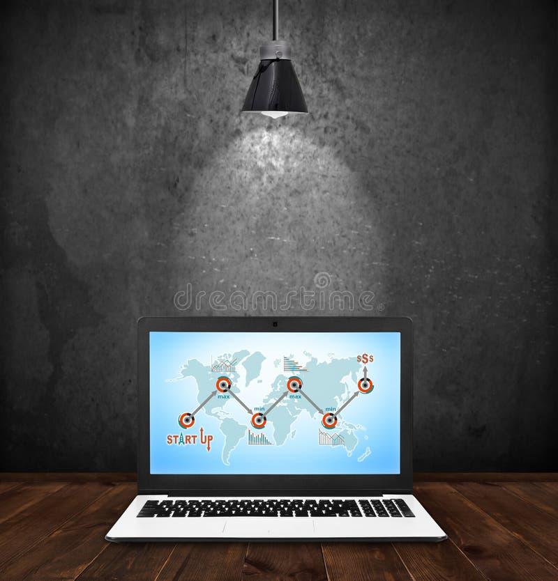 Laptop mit beginnen oben Konzept stock abbildung