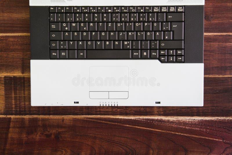 Laptop na mesa imagem de stock royalty free