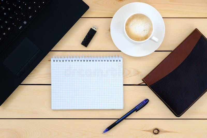 Laptop, tablet, agenda, kop van koffie - bedrijfsconcept royalty-vrije stock foto