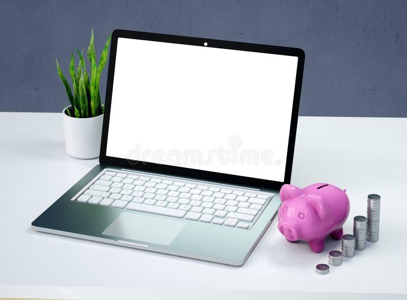 Laptop und ein rosa Sparschwein, keramisches glänzendes, auf hölzernem weißem Schreibtisch, mit Stapeln von 50 Cents USA-Münzen,  stock abbildung
