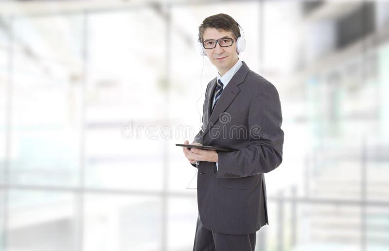 Laptop und Mobiltelefon auf einem weißen Hintergrund lizenzfreie stockbilder