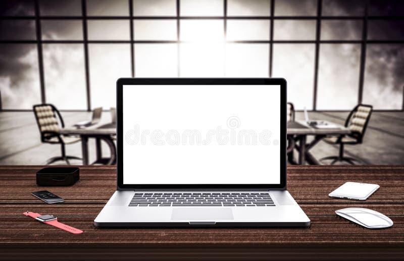 Laptop und smartwatch auf dem Tisch, grauer Aluminiumkörper stockbild