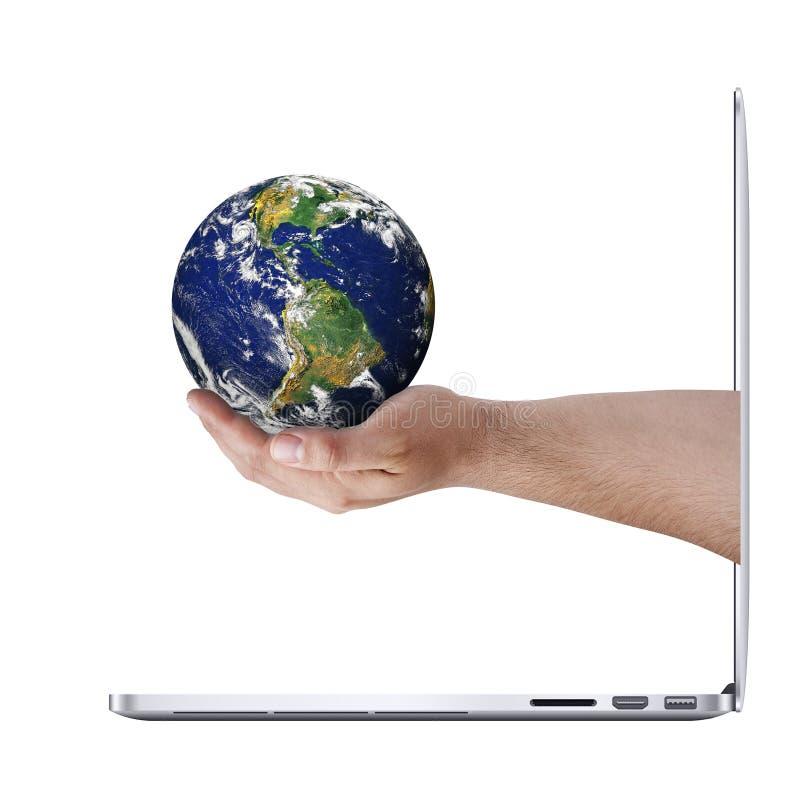 Laptop van de aardehand Geïsoleerd Aanbieden royalty-vrije stock fotografie