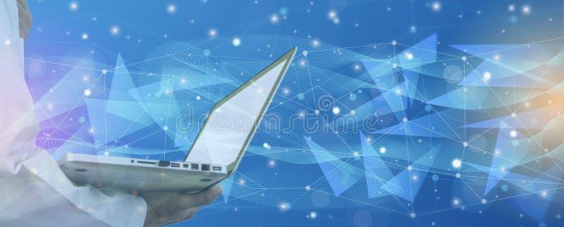 Laptop van de artsenholding, achter helder op blauwe achtergrond, en de Futuristische samenvatting verlichten lijn en stippelen d royalty-vrije stock foto