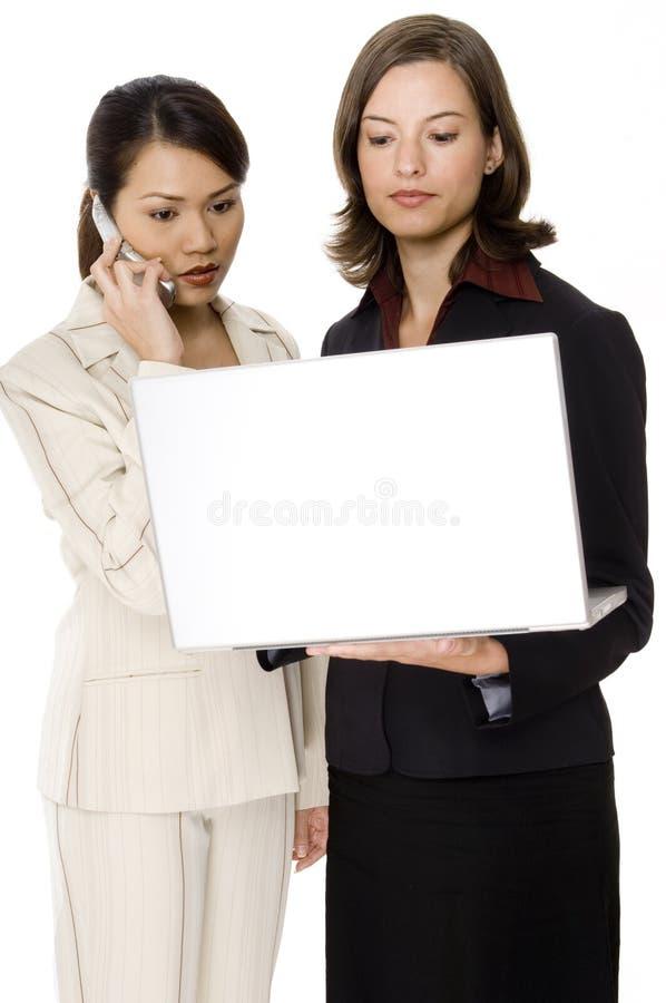 Laptop van de holding royalty-vrije stock fotografie