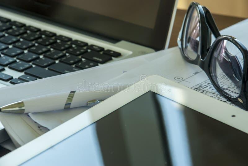 Laptop voor het werk stock fotografie