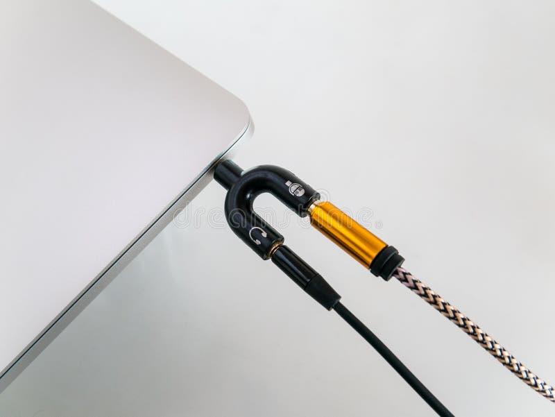 Laptop z Audio rozłupnikiem 3 5mm U kształt Dla mikrofonu i hełmofonu fotografia stock