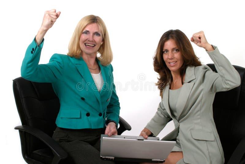 laptopa 10 dwóch kobiet biznes do pracy zdjęcia stock