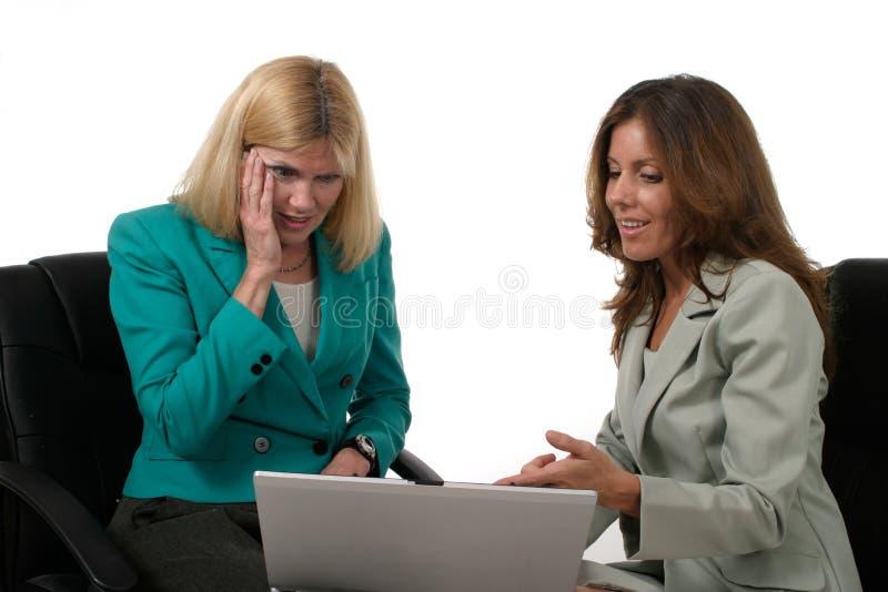 laptopa 3 dwóch kobiet biznes do pracy fotografia stock
