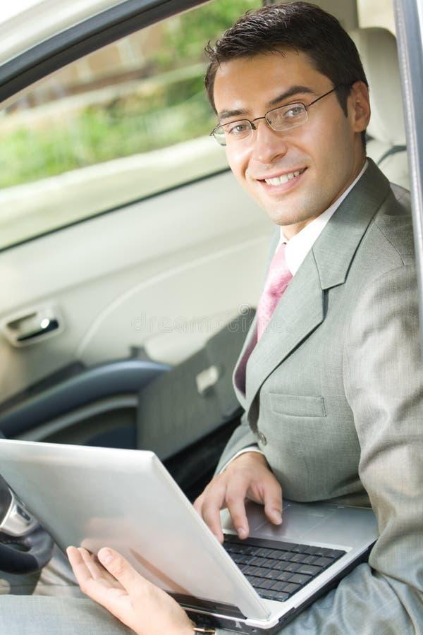 laptopa samochód do biznesmena obraz royalty free