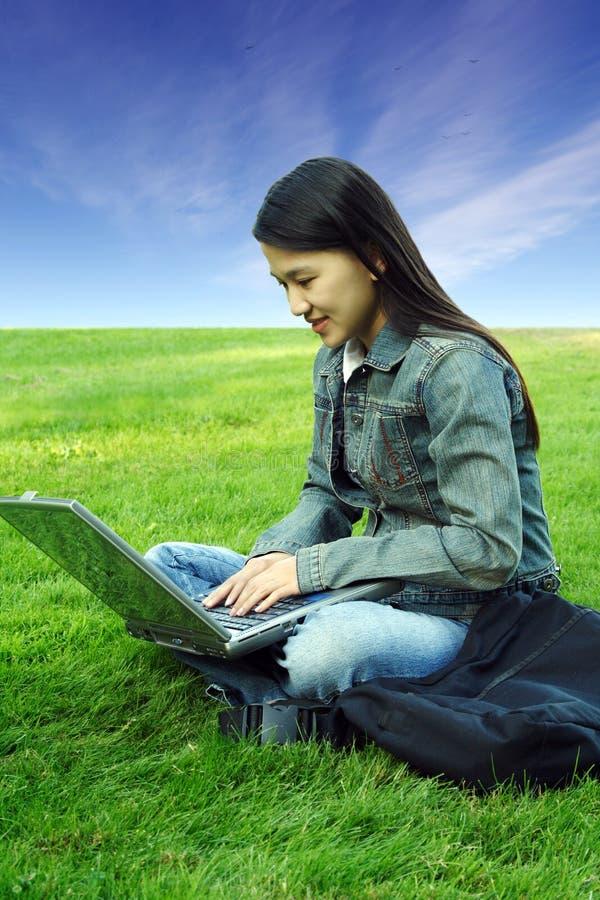 Laptopmädchen stockbilder