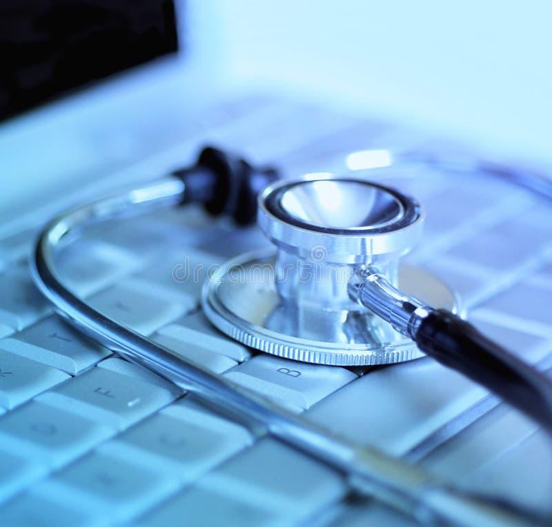 laptopu komputerowy stetoskop zdjęcie stock