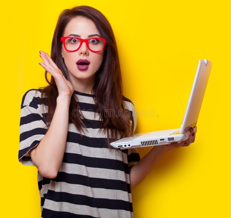 laptopu portreta kobiety potomstwa fotografia stock