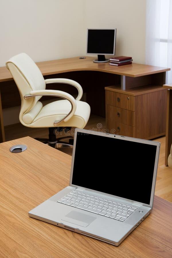 laptopu stół fotografia stock