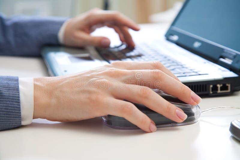 laptopu używać zdjęcie stock