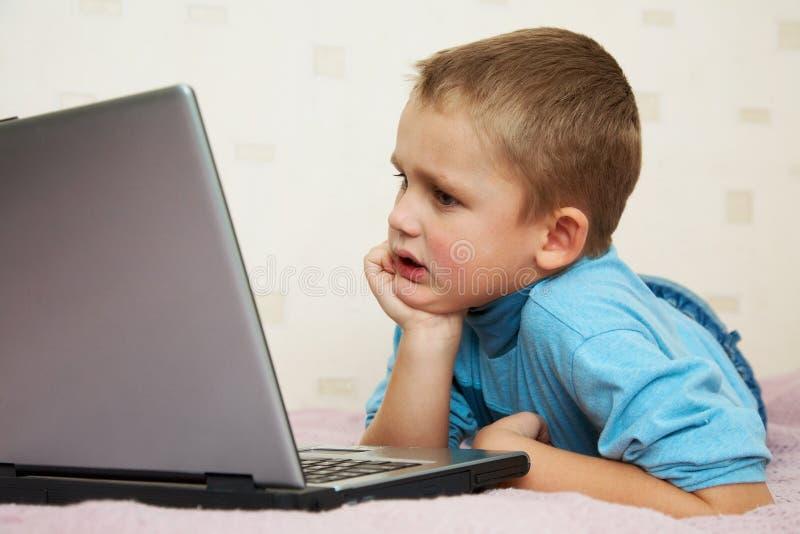 laptopu uczeń obraz stock