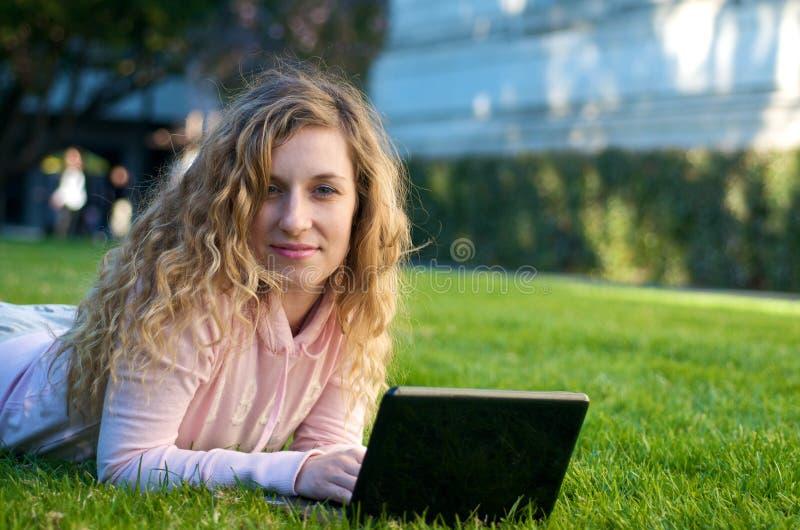 laptopu uczeń zdjęcie royalty free
