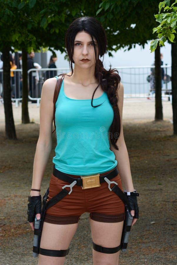 Lara Croft Asaltante entrenado para la lucha cuerpo a cuerpo de la tumba Cosplay MCM Comiccon Londres fotos de archivo