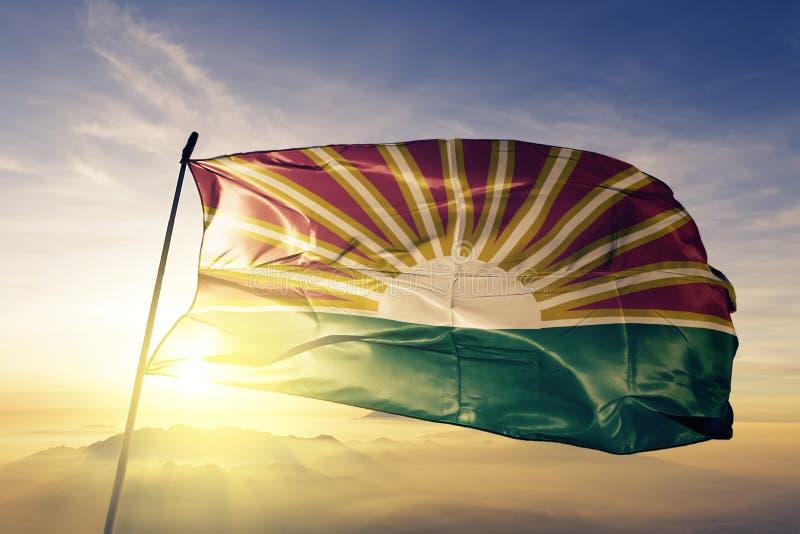 Lara State av tyg för torkduk för Venezuela flaggatextil som vinkar på den bästa soluppgångmistdimman stock illustrationer