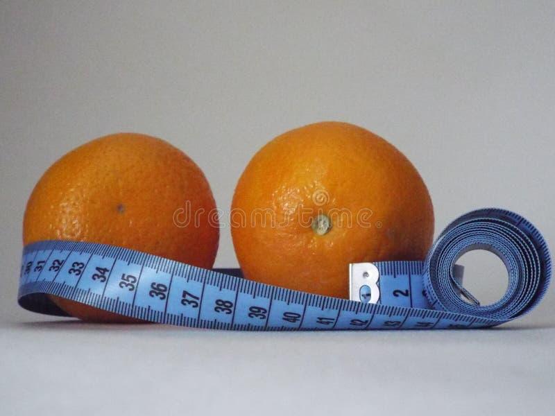 laranja alaranjada, dieta, emagrecimento, saúde, centímetro fotos de stock royalty free
