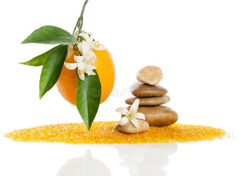 Pedras e laranja dos termas imagens de stock