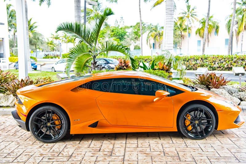 Laranja de Lamborghini Aventador do supercarro fotos de stock royalty free