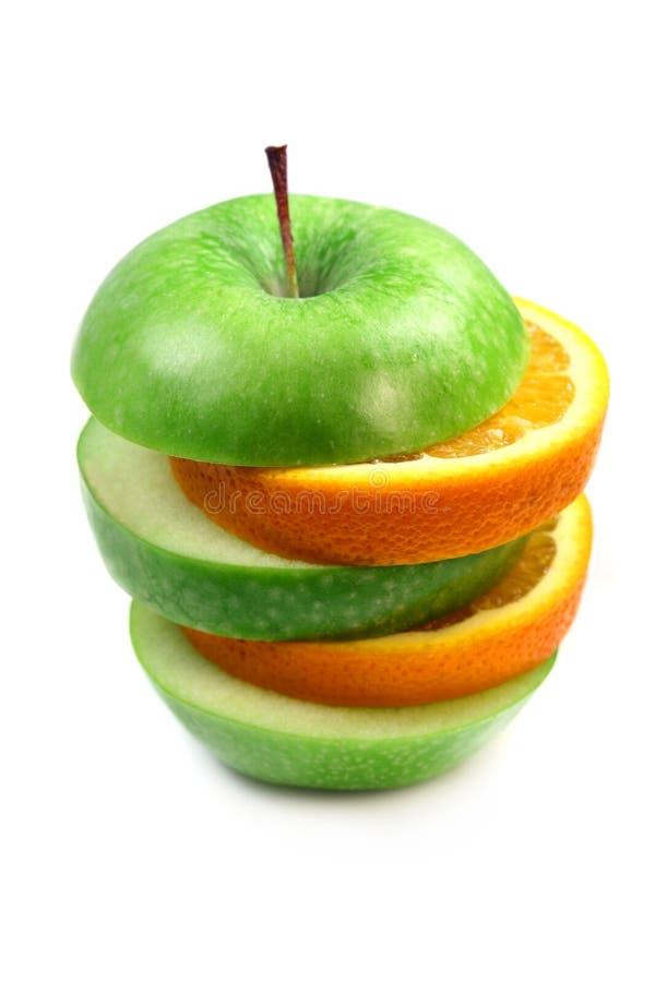 Laranja e maçã da fruta na pirâmide imagem de stock royalty free