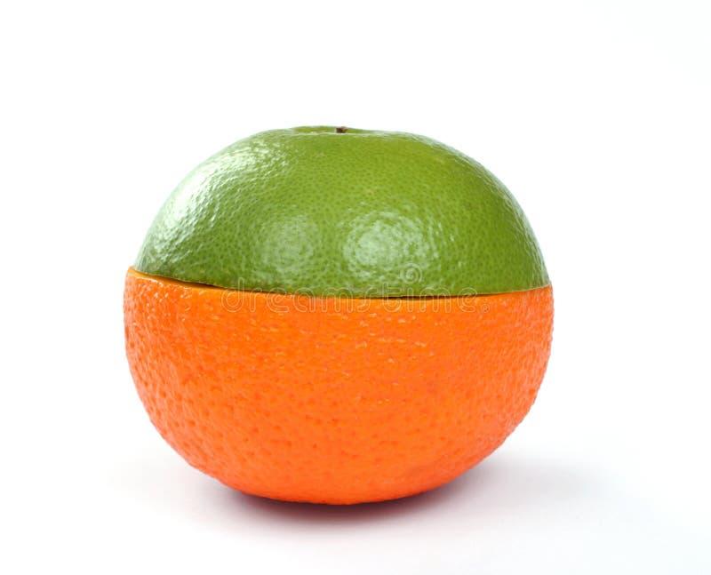 Laranja e pamplumossa em uma fruta fotos de stock