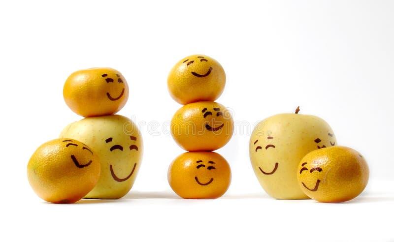 Laranja feliz da maçã da família do sorriso imagem de stock