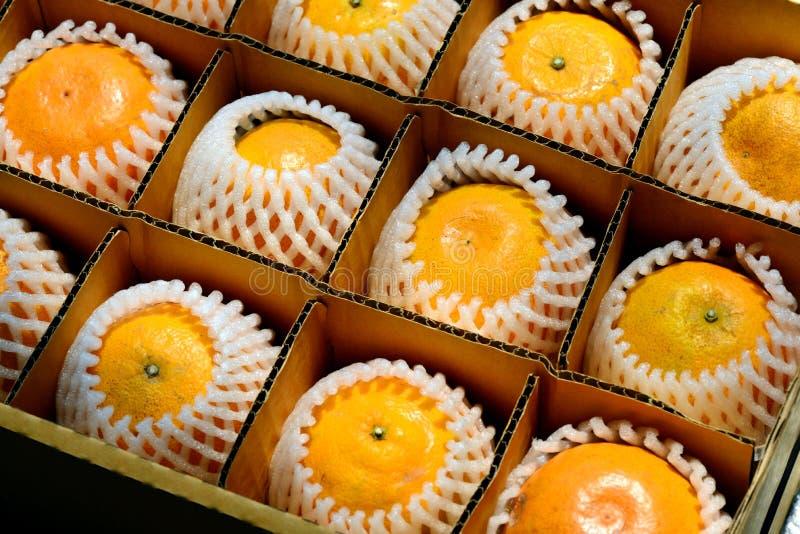 laranja na caixa fotos de stock royalty free