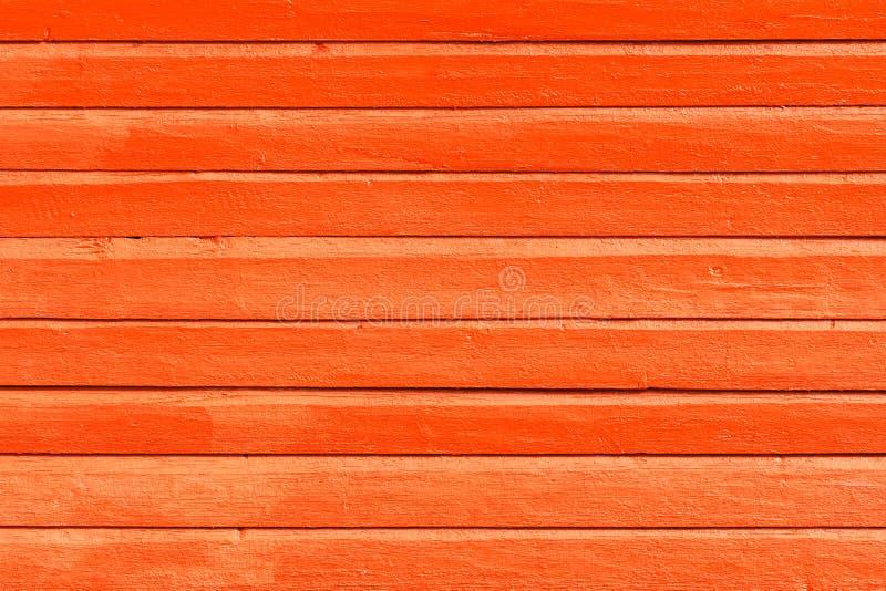 A laranja pintou o fundo, a textura ou a parede de madeira foto de stock royalty free