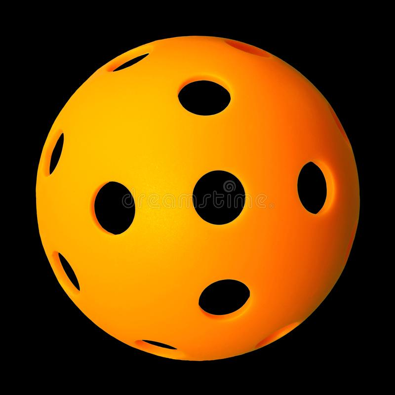 A laranja vê completamente Pickleball no fundo preto imagens de stock royalty free