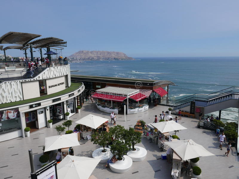 Larcomar在海岸线,米拉弗洛雷斯,利马的购物中心 免版税图库摄影