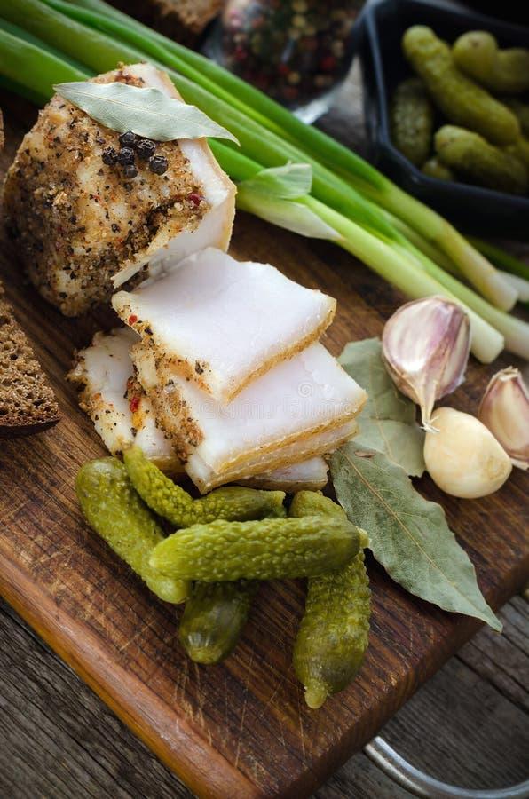 Lardo salato con le spezie e le verdure immagine stock libera da diritti