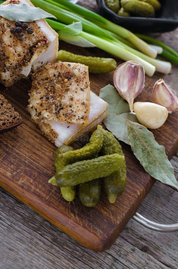 Lardo salato con le spezie e le verdure immagini stock libere da diritti