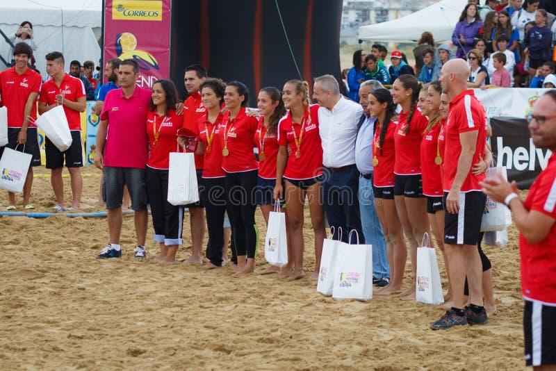 LAREDO, ESPAÑA - 31 DE JULIO: El equipo nacional femenino de España en el campeonato del balonmano de España celebró en Laredo en imagenes de archivo